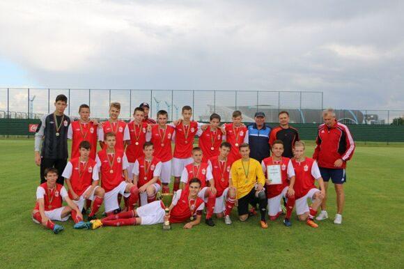 Лидские футболисты стали победителями юношеского первенства страны